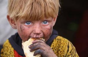 أطفال سوريون فروا من جحيم الحرب في الرقة إلى مخيمات النزوح
