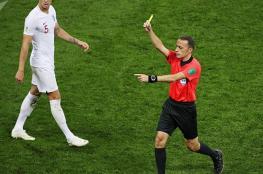 لاعب كرة قدم يتلقى 3 بطاقات في غضون 12 ثانية
