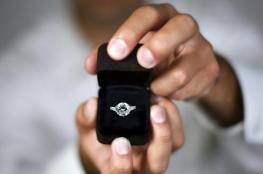 رجل يستعين ببقرة في طلب يد حبيبته للزواج!