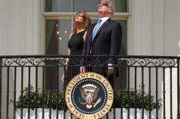ترامب وميلانيا يتابعان الكسوف
