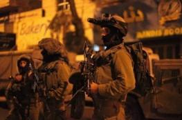 الاحتلال يعتقل 12 مواطنا من مدن الضفة والقدس
