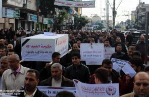 موظفو غزة يطالبون حكومة فتح في رام الله بصرف رواتبهم