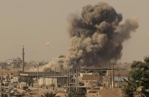 غارات جوية على مدينة الرقة بالتزامن مع الاشتباكات المتواصلة بين تنظيم الدولة وسوريا الديمقراطية