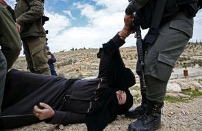 اعتداءات قوات الاحتلال على المواطنين أثناء عملية هدم منزل في يطا