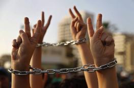 ثلاثة أسرى يشرعون بإضراب مفتوح عن الطعام رفضاً لاعتقالهم الإداري