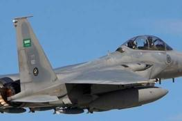 """صاروخ """"حوثي"""" يصيب طائرة للتحالف العربي شمالي اليمن"""