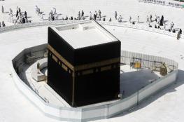 السعودية تعلق الصلاة في الحرمين بسبب كورونا