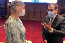 سفيرة الاحتلال بالقاهرة تنشر صورتها مع وزير البترول المصري