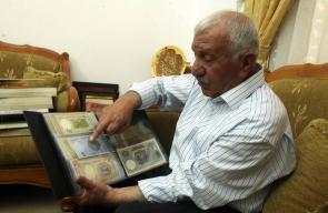 أنور الزغير من الخليل جامع للعملات والنقود والطوابع القديمة