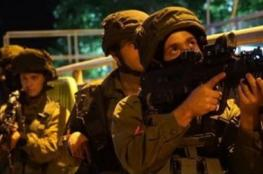 Army invades villages in Hebron, summoning one of the Palestinians for interrogation