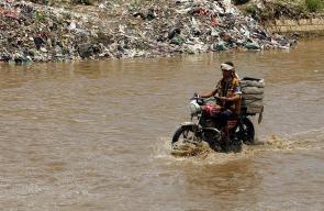 مياه الأمطار تغمر شوارع العاصمة اليمنية صنعاء