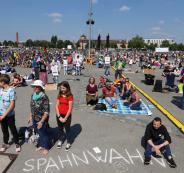 2020-05-16T141116Z_2004944729_RC2QPG9Q8KVO_RTRMADP_3_HEALTH-CORONAVIRUS-GERMANY-PROTESTS