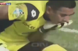 فيديو مؤلم.. لاعب كرة يتسبب بموت زميله في الفريق على الهواء خلال مباراة