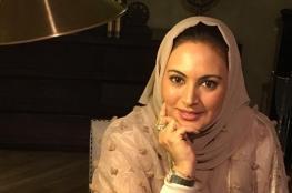 مذيعة سعودية توسم بالخيانة بعد إعادة نشر تغريدة عن المفتي