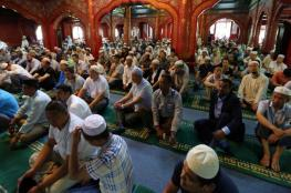 """الصين.. المئات من مسلمي """"خوي"""" يحتجون على قرار هدم مسجد تاريخي"""