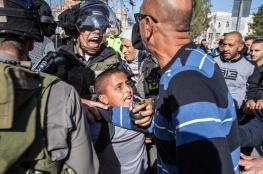 الاحتلال يعتدي على ثلاثة فتية مقدسيين أثناء عملية اعتقالهم
