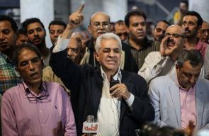 تظاهرة في #القاهرة بقيادة المرشح السابق حمدين صباحي اعتراضاً على اتفاقية ترسيم الحدود بين مصر والسعودية والتي تقضي بسعودية جزيرتي تيران وصنافير