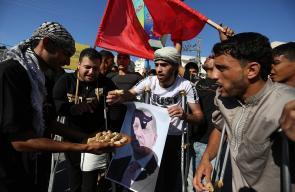 مصابو مسيرة العودة بغزة يوزعون الحلوى ابتهاجاً بفوز أردوغان في الانتخابات الرئاسية
