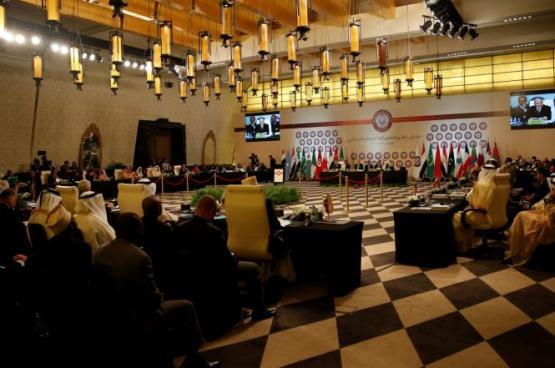 ماذا يحصل لمن يمسك بهاتفه خلال القمة العربية؟