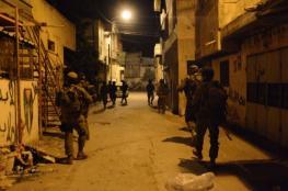 """الاحتلال يعتقل 4 مواطنين من الضفة ويقتحم """"حزما"""""""