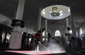 تنظيف مسجد الشيخ زايد التي تضرر نتيجة القصف الاسرائيلي