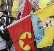 777477-متظاهر-يحمل-صورة-زعيم-حزب-العمال-الكردستانى-وشعار-الحزب