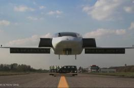 أول سيارة طائرة تنجح في التحليق بأمان