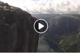 مغامر يسقط عن حبل معلق على ارتفاع 1000 متر