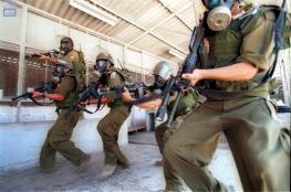 قوات القمع تقتحم قسم 2 في سجن ريمون وتنقل 120 أسيرا لأقسام أخرى