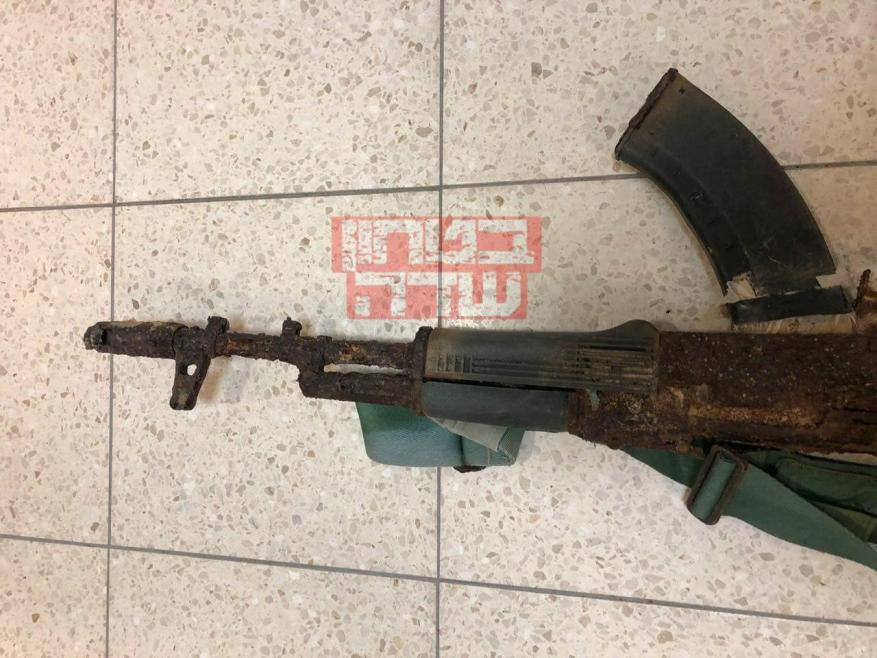 نتيجة بحث الصور عن بالصور: الاحتلال يعثر على سلاح أحد منفذي عملية الإنزال البحري في