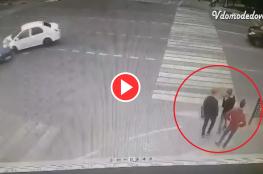 فيديو صادم.. سيارة تسحق 3 فتيان دفعة واحدة