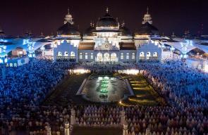 صلاة التراويح في مساجد اندونيسيا في أول ليالي شهر رمضان المبارك