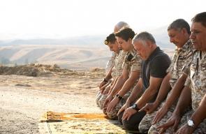 الملك الأردني يزور منطقة الباقورة المستعادة ويؤدي الصلاة فيها