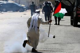 """الاحتلال يقمع وقفة تضامنية مع الأسرى قرب سجن """"عوفر"""" ويعتقل شابا"""