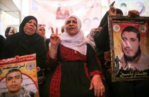 الاعتصام الأسبوعي لأهالي الأسرى أمام مقر الصليب الأحمر بمدينة غزة