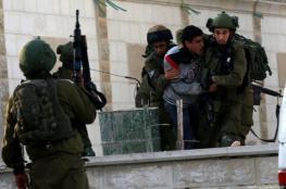 الاحتلال يعتقل 10 فلسطينيين خلال حملة مداهمات واسعة بالضفة