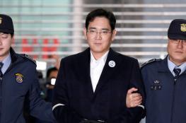 """محكمة كورية جنوبية تطلق سراح وريث """"سامسونغ"""" بعد تخفيف حكمه"""