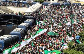 الجزائريون يواصلون التظاهر للجمعة 21 على التوالي تأكيدا على مطلب