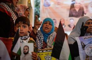 وقفة تضامنية مع الأسرى في سجون الاحتلال أمام مقر الصليب الأحمر في غزة