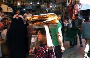 أسواق المدينة القديمة في العاصمة اليمنية #صنعاء تستعد لاستقبال شهر رمضان المبارك