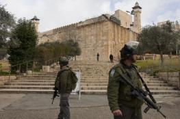 الاحتلال يغلق الحرم الإبراهيمي أمام المصلين ويشدد إجراءاته وسط الخليل