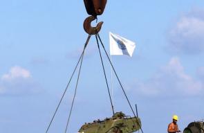 الجيش اللبناني يغرق عددا من الدبابات والمدرعات في بحر صيدا