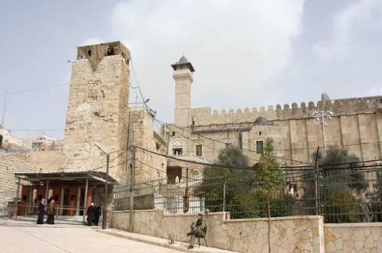 """حماس: إصرار الاحتلال على بناء مصعد بالمسجد الإبراهيمي """"تعد صارخ"""""""