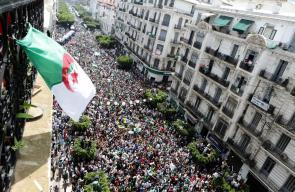 في ذكرى الاستقلال.. الجزائريون يطالبون باستبعاد رموز النظام السابق