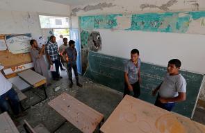 آثار الخراب في مدرسة بخانيونس بعد استهدافها من مدفعية الاحتلال