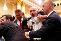 """""""شاهد"""" لقطات لطرد صحفي أمريكي فلسطيني الأصل من مؤتمر ترامب وبوتين"""