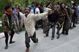 مئات المهاجرين يقتحمون الحدود في جيب سبتة المحتلة بين المغرب واسبانيا