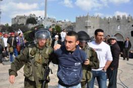 الاحتلال يعتقل شاب من القدس ويمدد اعتقال أربعة آخرين