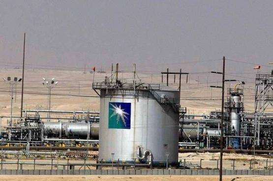 """الحوثيون يعلنون استهداف """"أرامكو"""" في الرياض.. والشركة: حريق في أحد مصفاتها"""