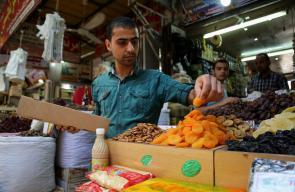 #صور: أجواء استقبال شهر #رمضان في سوق الزاوية بمدينة #غزة تصوير: عطية درويش
